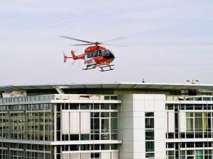 EC 145 im Anflug auf Klinik_Quelle DRF Luftrettung