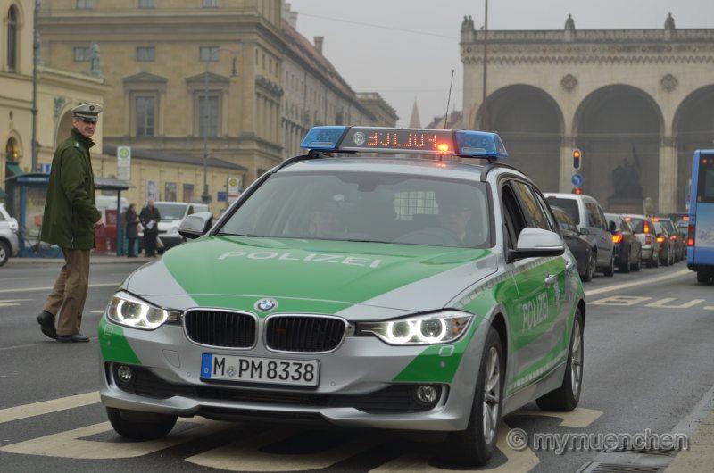 Anhaltesignale bei der Bayerischen Polizei -'Roten Flash' und 'Yelp'