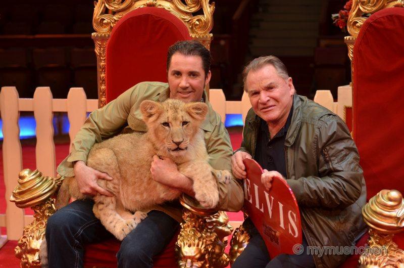 Circus Krone - Fritz Wepper wird Pate des Löwenbabys (64)