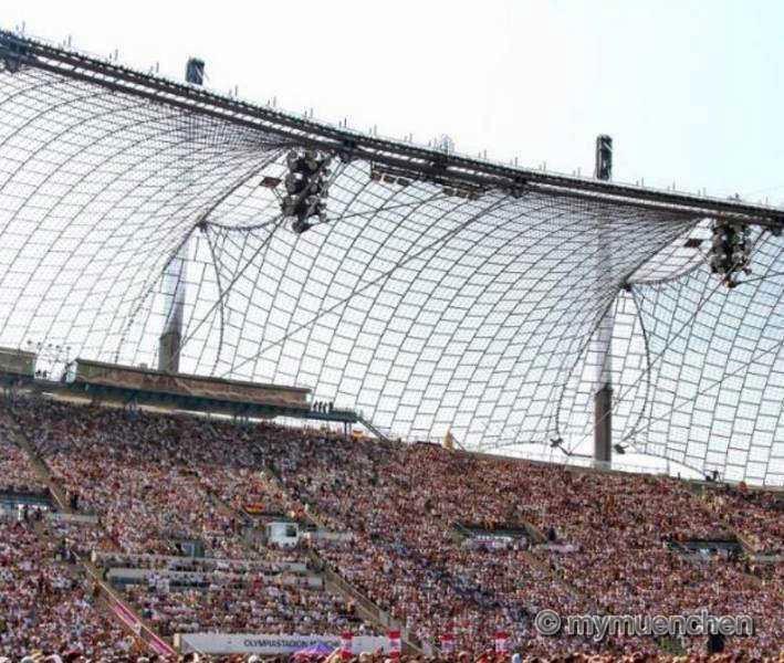 Public Viewing zur Fußball WM 2014 im Olympiastadion