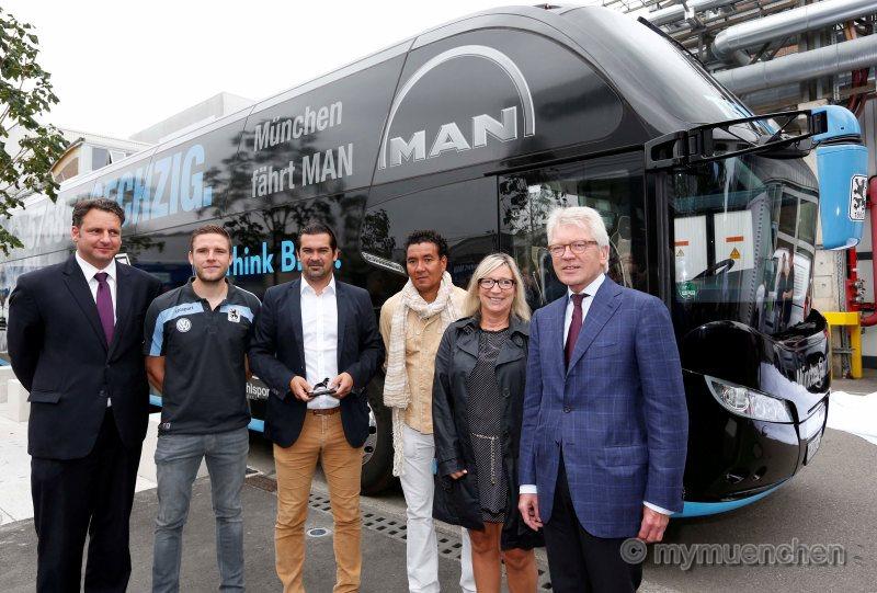 MAN-1860_Offizielle-Übergabe-neuer-Teambus