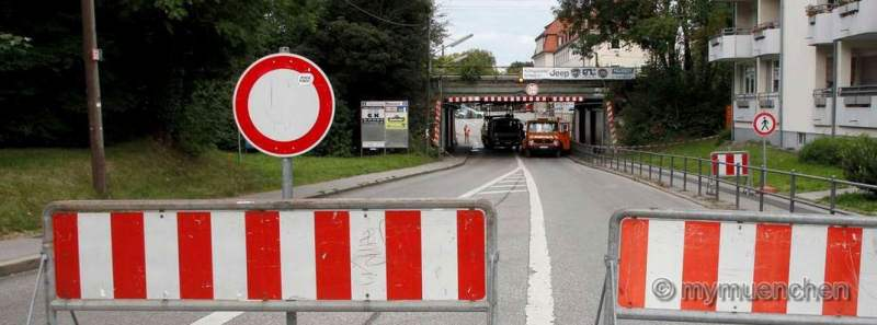 Eisenbahnbrücke über die Dachauer Straße in Moosach