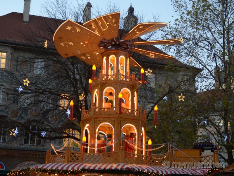 Christkindlmarkts auf dem Marienplatz (2)