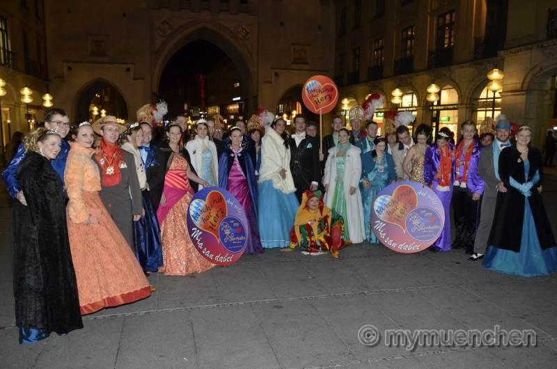 Treffen der Prinzenpaare aus München und der Region beim Eiszauber