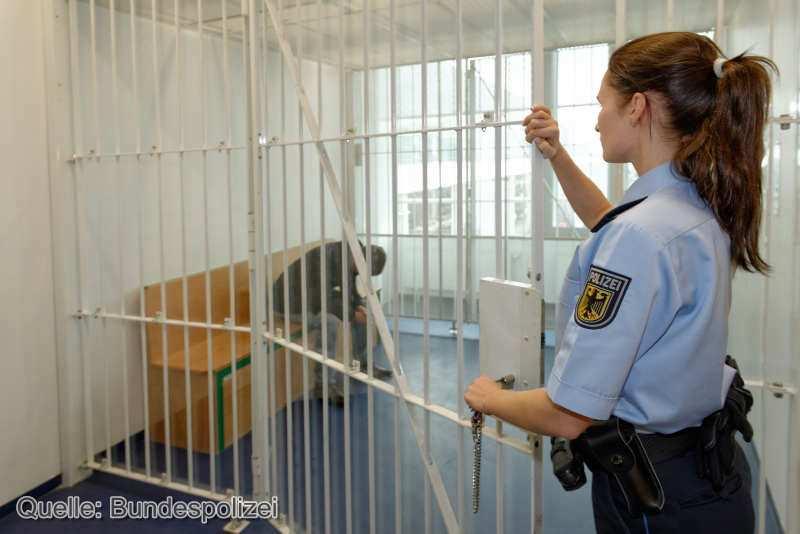 Festgenommener_Zelle