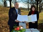 Kultusminister Spaenle und Israels Vizeaußenministerin Hotoveli am geplanten Erinnerungsort im Olympiagelände