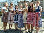 Bayerischen Bierkönigin 2017 2018 Dillinger, Jessica, 26 J, München ,Fraas, Melanie, 24 J., Coburg (Ofr), Hochstraßer, Lena, 22 J., Höhenrain (Obb), Merkenschlager, Johanna, 25 J., Papperger, Lisa, 24 J., Utting am Ammersee (Obb), Urban, Lena Therese, 22 J., Unterneukirchen (Obb),Wilson, Latifah, 22 J. , Aschaffenburg (Ufr),