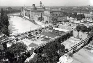 Der Kongress-Bau im Eröffnungsjahr. 1935 wurde gerade auch die Ludwigsbrücke wieder errichtet. Foto: DM