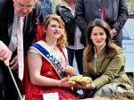 Münchner Viktualienmarkt Ministerin Kaniber eröffnet bayerische Spargelsaison 2018