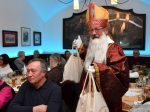 Weihnachtsfeier für 50 Münchner Seniorinnen und Senioren im Ratskeller am Marienplatz