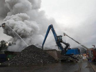 Großbrand in Recyclingbetrieb (Aubing) 2